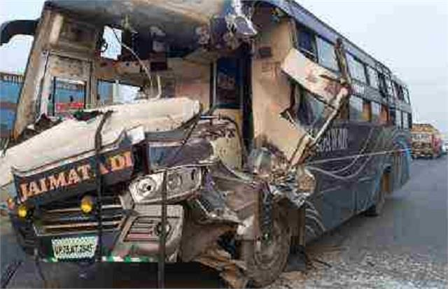 etawah volvo bus going from maudha to gurugram became victim of accident