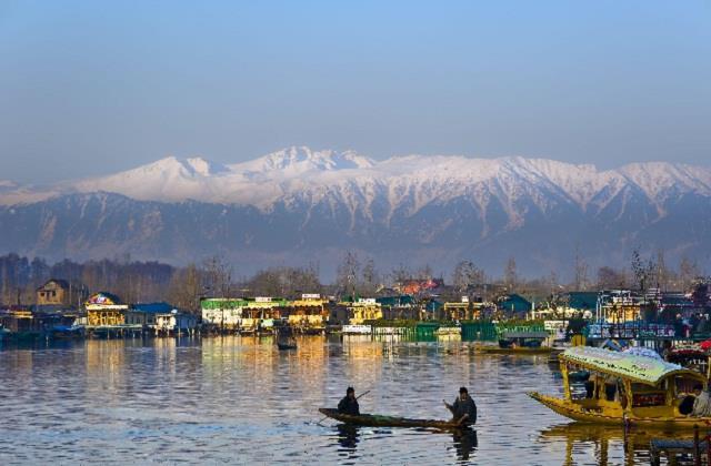 सैलानियों के स्वागत के लिए कश्मीर तैयार, पटरी पर लौट रहा पर्यटन उद्योग -  kashmir is ready to welcome tourists