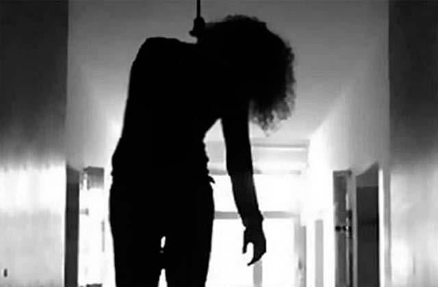 9th class girl commits suicide