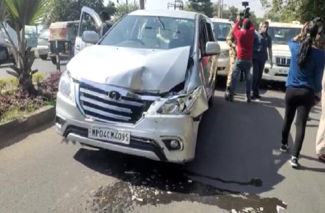 kamal nath s convoy collided with the media car