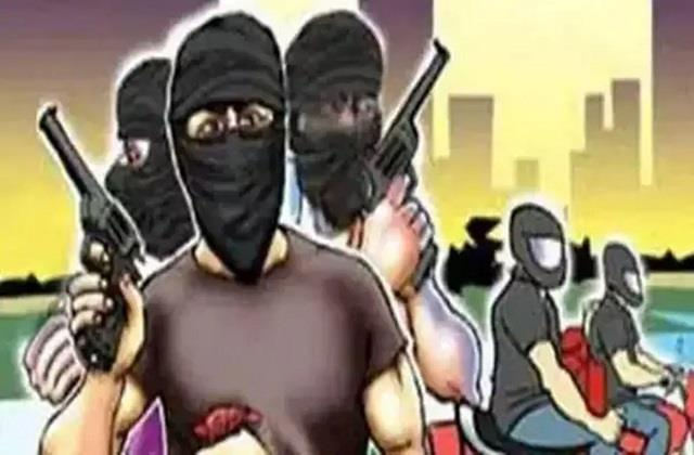 koderma robbers robbed 90 thousand in bank customer service center