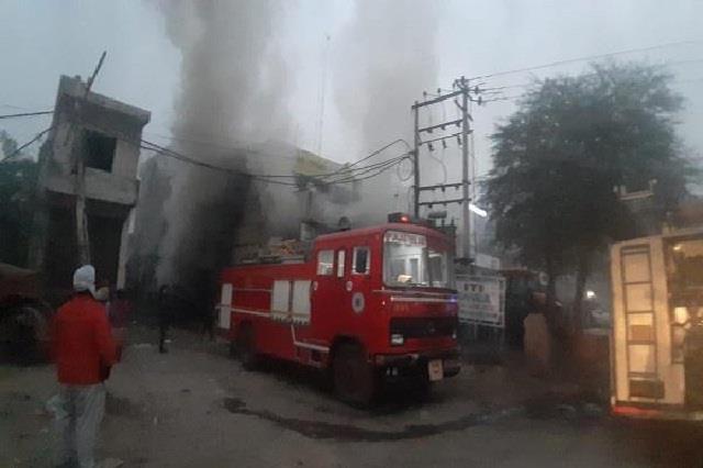 terrible fire in patiala showroom stir in the area