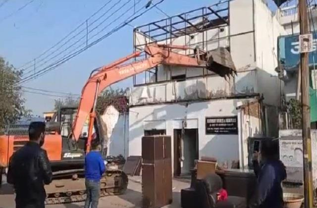 municipal bulldozers walked to the plush house of congress leader