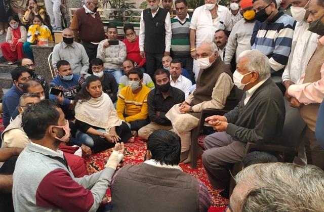congress leaders arrived to meet harish sharma s family