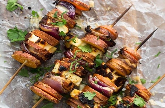 स्पाइसी टेस्ट के शौकीन बनाएं Grilled Potato Kabab