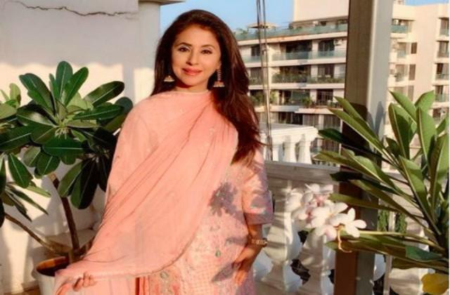 mumbai urmila matondkar will join shiv sena tomorrow