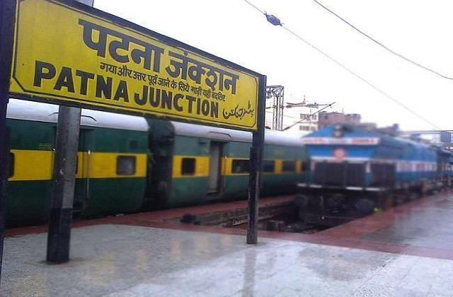 passenger sitting in train dies due to deteriorating health