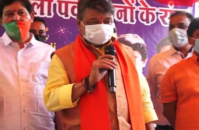 kailash celebrated diwali among orphans