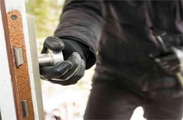 thieves targeted home escaped by stealing ornaments worth lakhs of rupees
