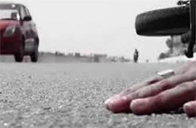 1 person died after being crushed by unknown vehicle in a road accident