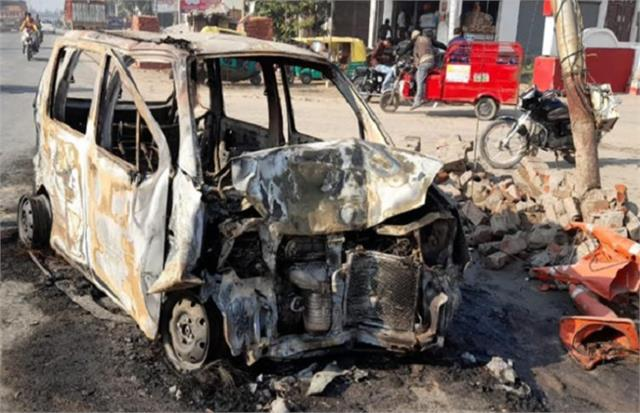 up fire breaks into divider car seriously injuring half a dozen same family