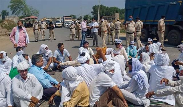 farmers blocked jhansi mirzapur national highway