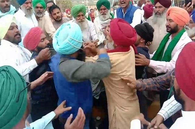 fight between aap workers and farmers