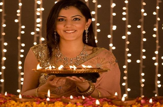 Diwali 2020: पार्लर जानें का नहीं है समय तो घरेलू फेसपैक से निखारे स्किन