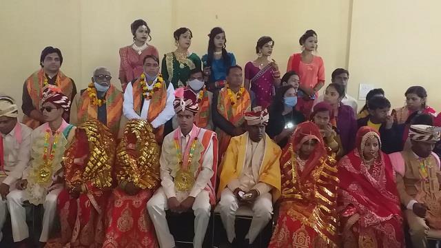 kinnar samaj got 21 poor girls married in mass wedding conference