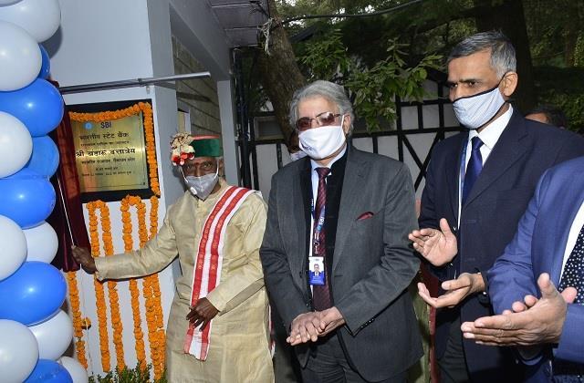 governor inaugurates sbi s raj bhavan atm