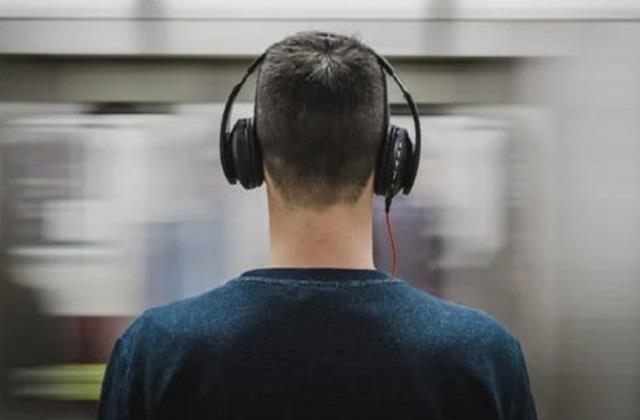 covid 19 online class earphones ent doctor