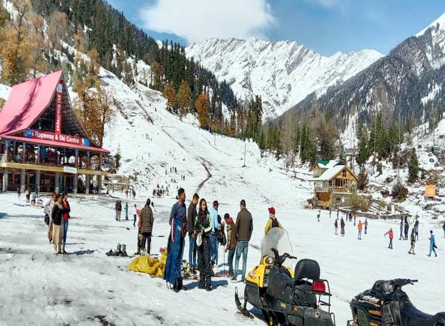 atal tunnel and rohtang pass closed for tourists
