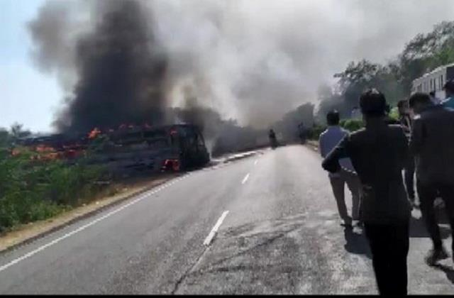 rajasthan bus caught on delhi jaipur highway three killed many injured