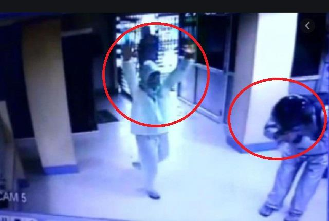 jaunpur bike riding miscreants robbed 25 thousand from mini bank