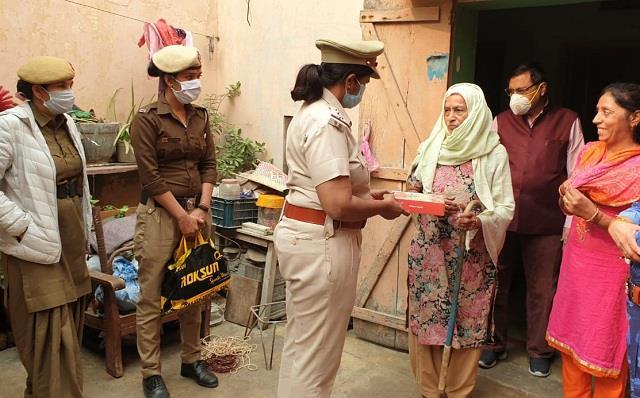 haryana police celebrates diwali with  har ghar laxmi  mantra