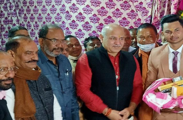 deputy cm manish sisodia without a mask in marriage