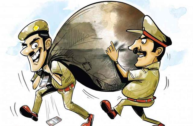 5 corrupted cops dissmissed by commissioner
