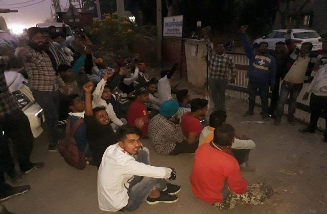 angry contract workers made employees and officers hostage