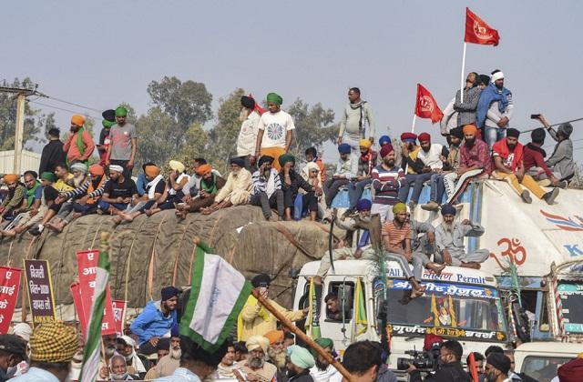 किसान आंदोलन: सिंघु बॉर्डर बवाल में दिल्ली पुलिस का एक्शन, दंगा समेत कई  धाराओं में FIR - kisan agitation delhi police fir in many sections  including riot