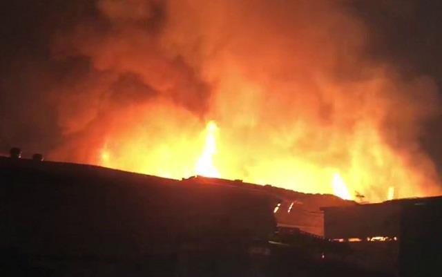 gurugram a massive fire broke out in the furniture warehouse