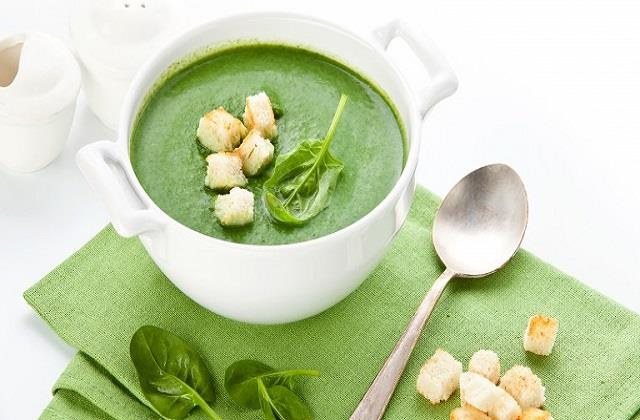 कड़ाके की ठंड में गर्मागर्म पालक सूप का लें मजा