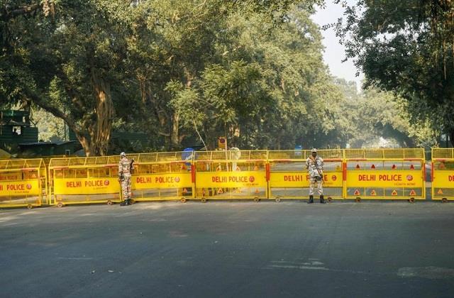 many borders of delhi including nh 44 closed