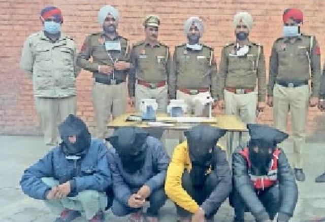 husband and wife robbed 26 mobiles