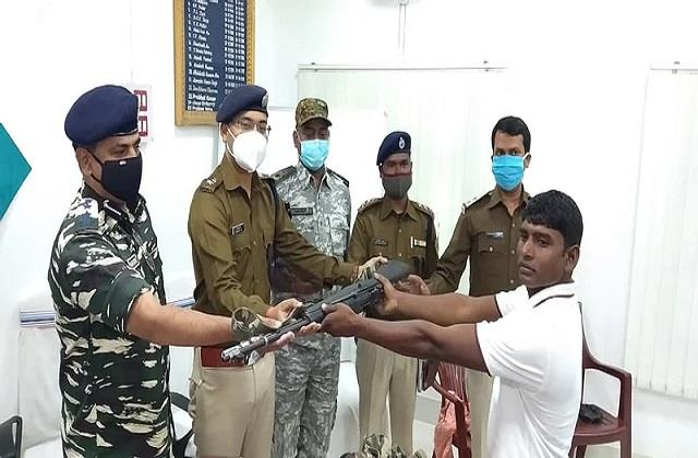 sub zonal commander of tspc surrenders to police in chatra