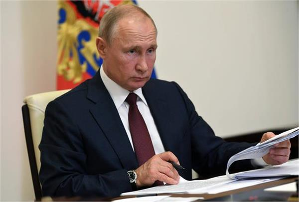 russia hits 9 canadian officials with sanctions