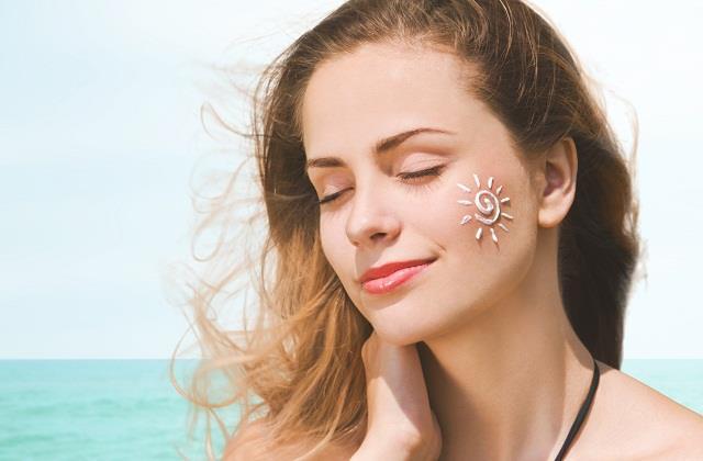 सनस्क्रीन से जुड़ी ऐसी बातें जो हर महिला को होनी चाहिए पता