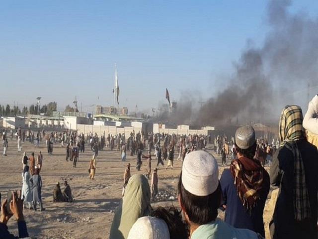 pak security forces  fire at pak afghan border 1 killed 6 injured after