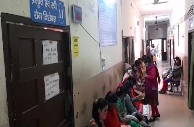 gayani opd with the help of a doctor in medical college nahan