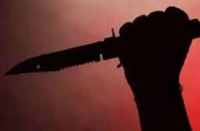 man mad with one sided love struck a woman with a sharp weapon in her neck