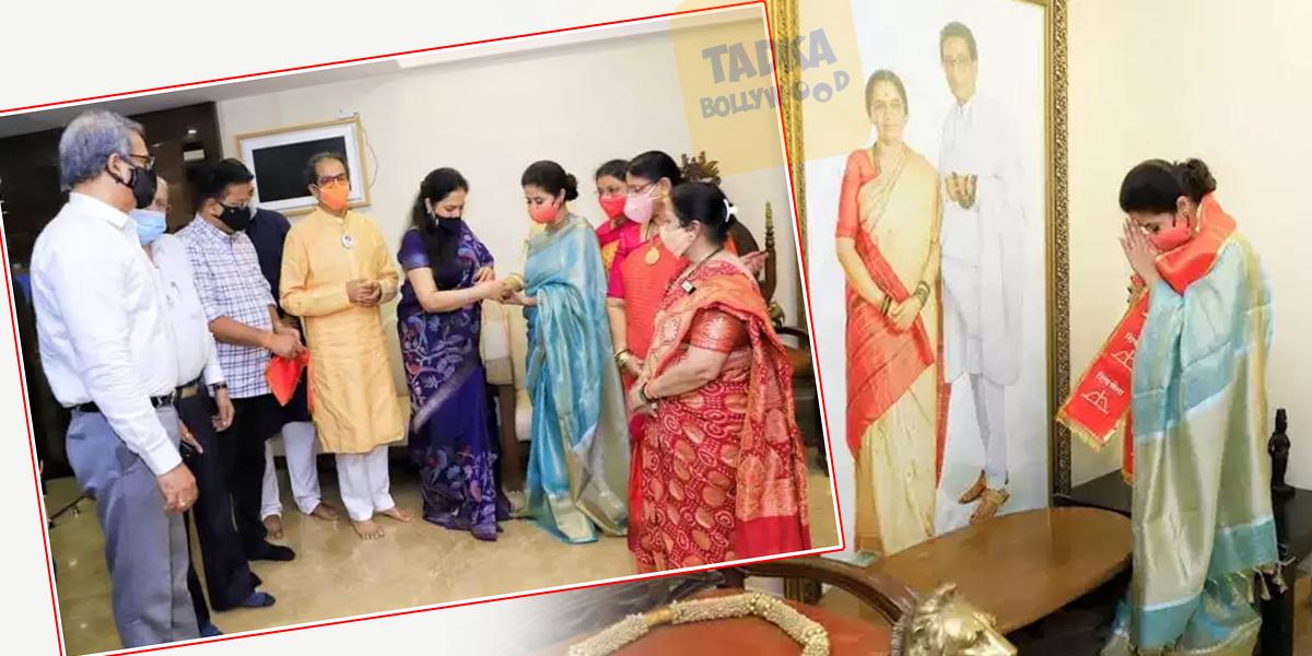 Pics: कांग्रेस का हाथ छोड़ उर्मिला मातोंडकर ने थामा शिवसेना का दामन,मातोश्री में बाल ठाकरे की तस्वीर - mobile