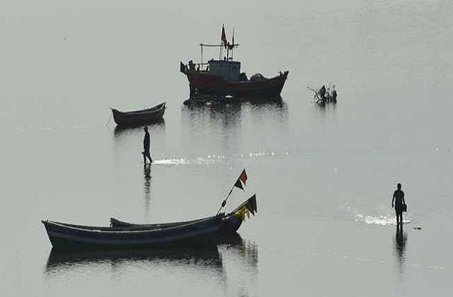 pakistani fisherman enters indian maritime zone bsf caught