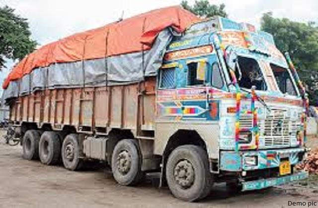 in ghumarwin siu team of police caught two trucks of mulberry and papler