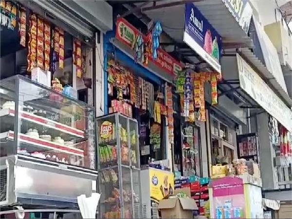 merchants open shops in una