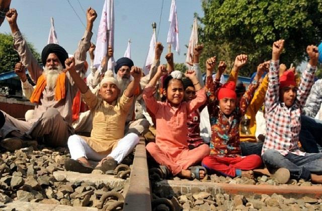 farmers children protest in andolan