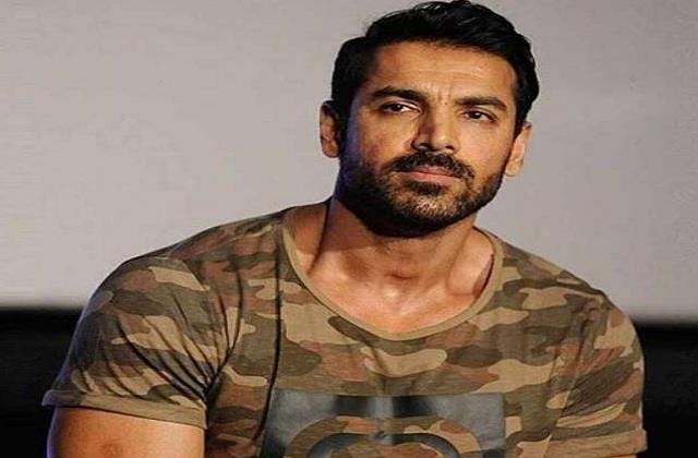 actor john abraham hurt during shooting of  satyamev jayate