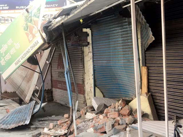 PunjabKesari, Damaged Shop Image