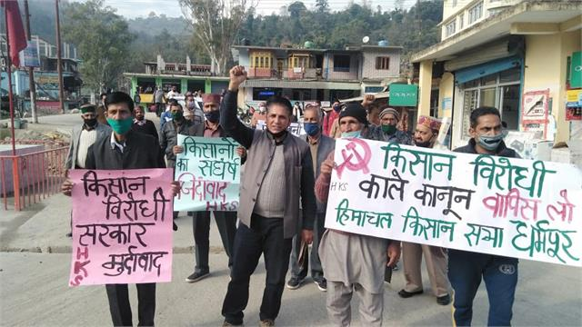 protest outside the sdm office in protest against agricultural legislation