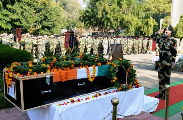 tribute paid to martyr asi of bsf in poonch