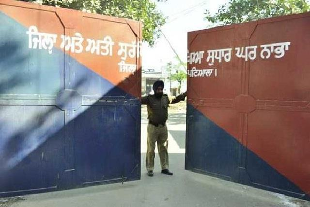 major incident in jail prisoner attacked head constable with brick