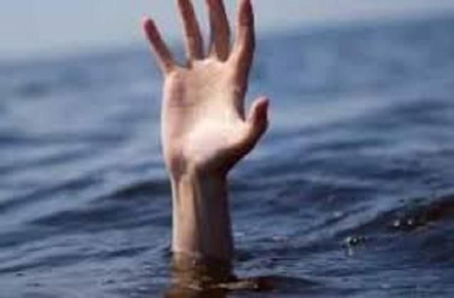 tourist youth dropped in parvati river missing